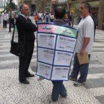 Insolite à Sao Paulo: un homme-sandwich-ANPE