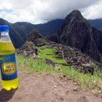 A boire au Pérou: un Inca kola… devant la citadelle Inca…