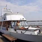 Squat improvisé sur un yacht au bord de la mer Baltique