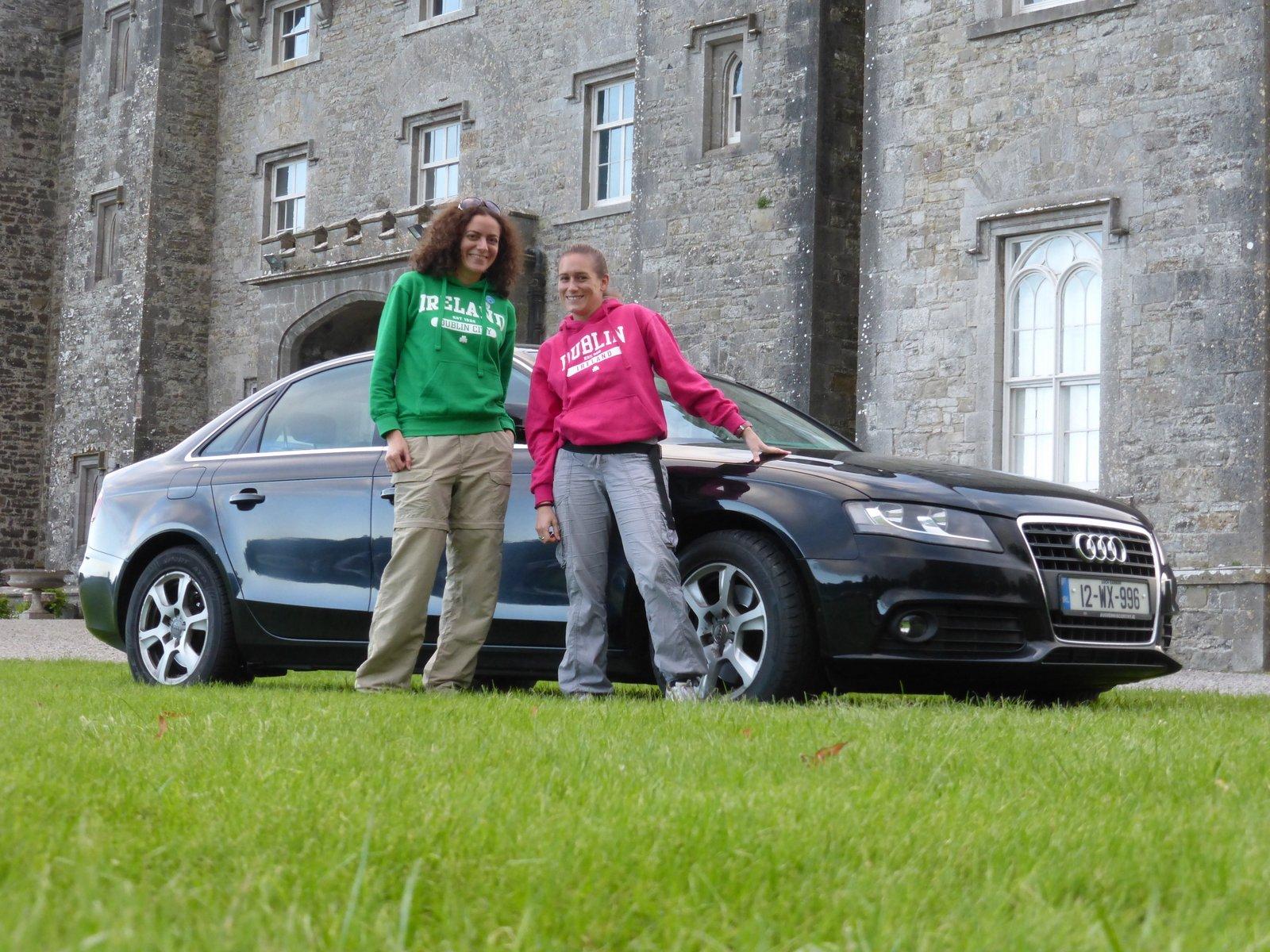 Devant le Slane Castle avec notre belle Audi