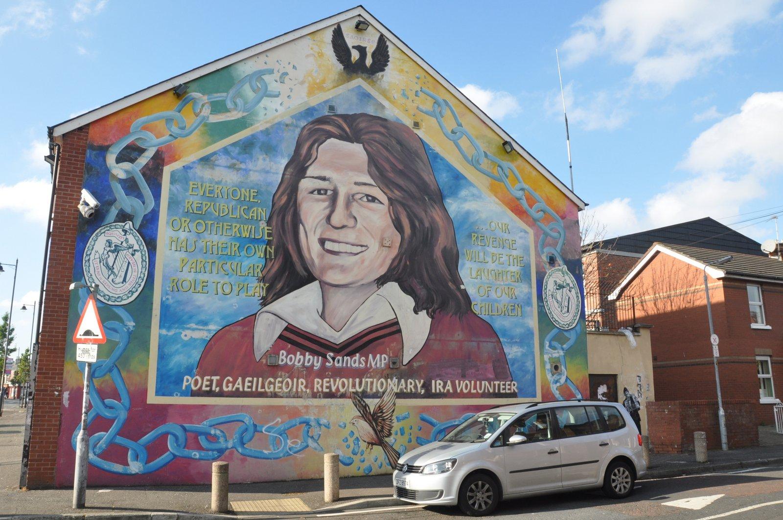 Mural en l'honneur de Bobby Sands, membre de l'IRA mort d'une grève de la faim en 1981