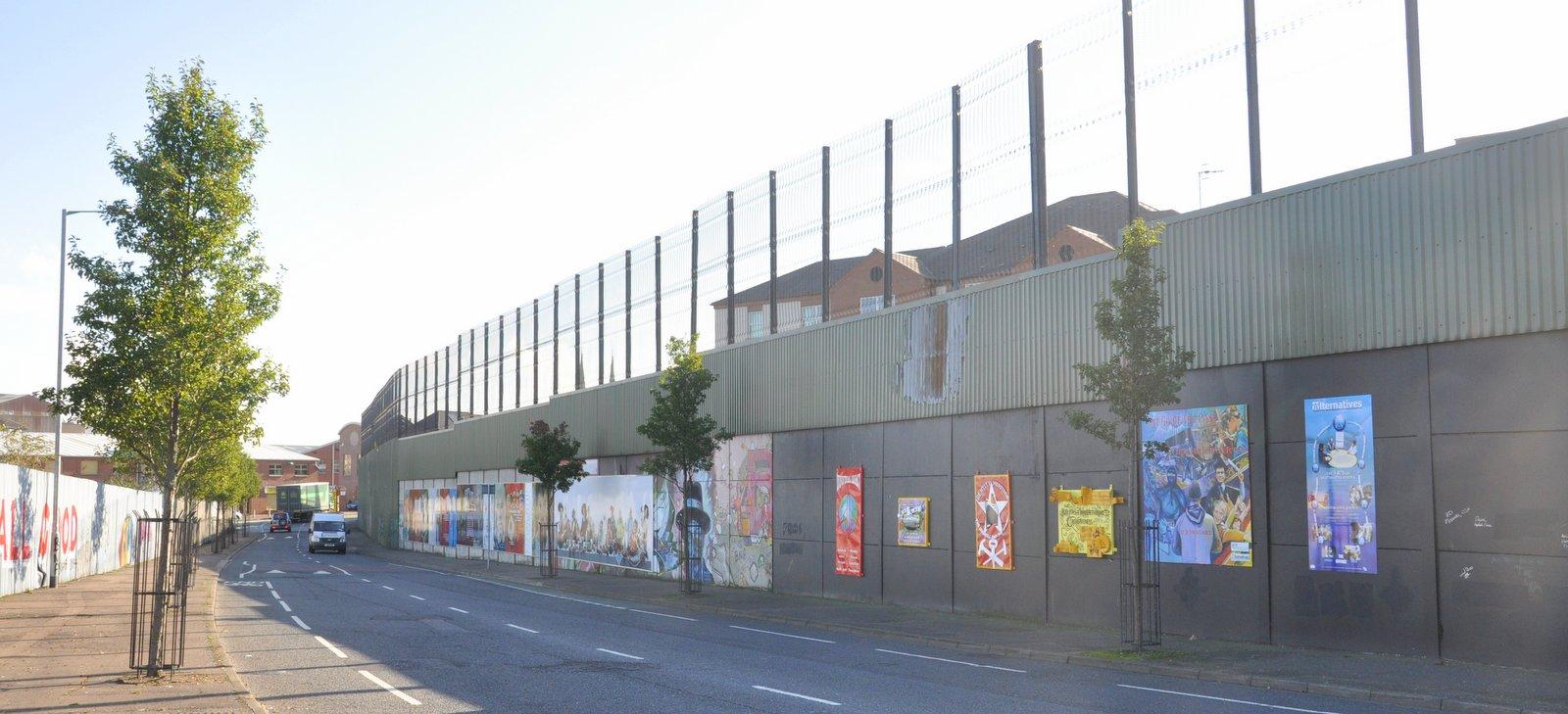 Le mur de la Peace Line à Belfast, qui sépare les quartiers catholiques et protestants