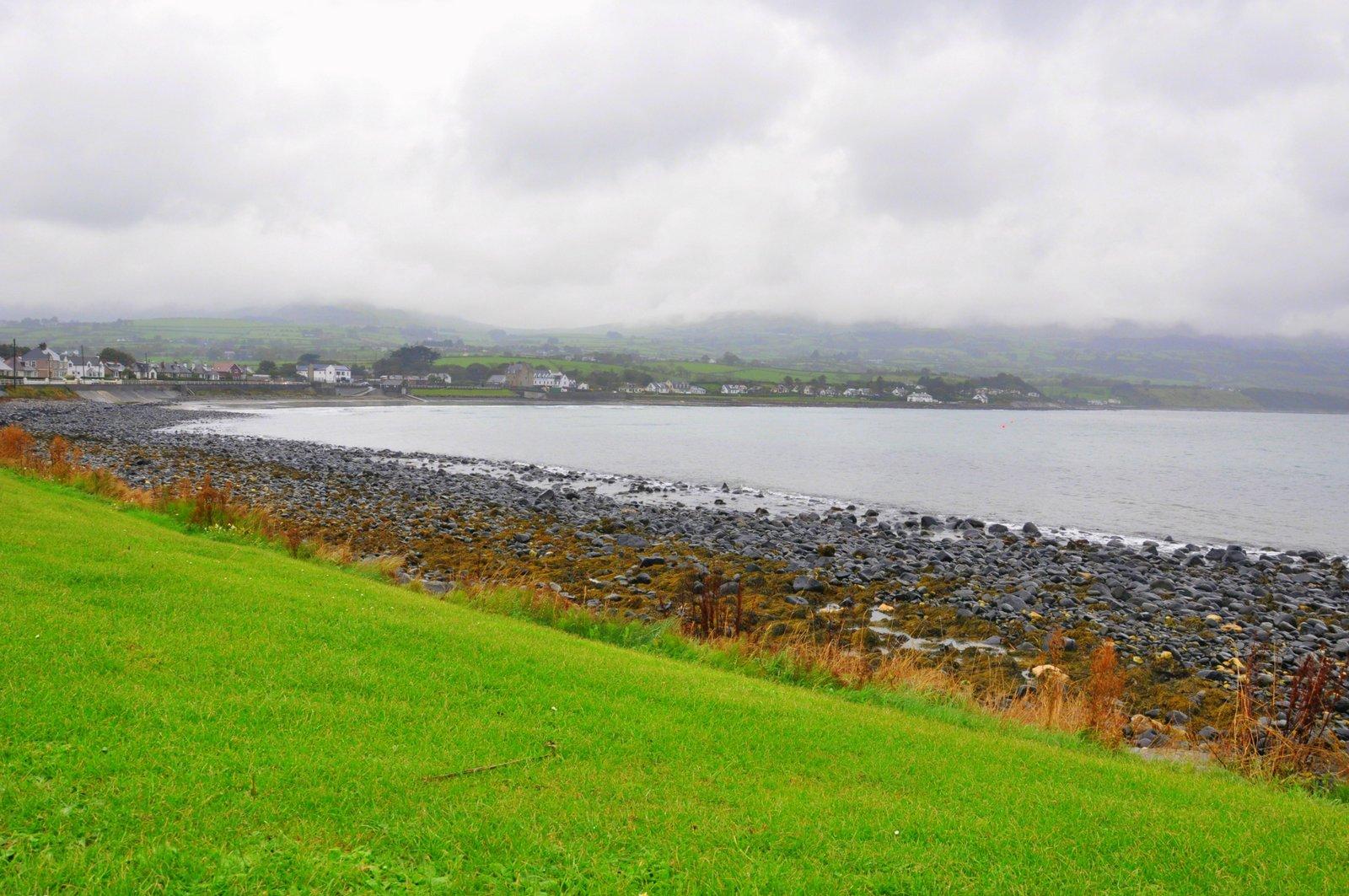 Panorama de la côte d'Antrim sous la pluie