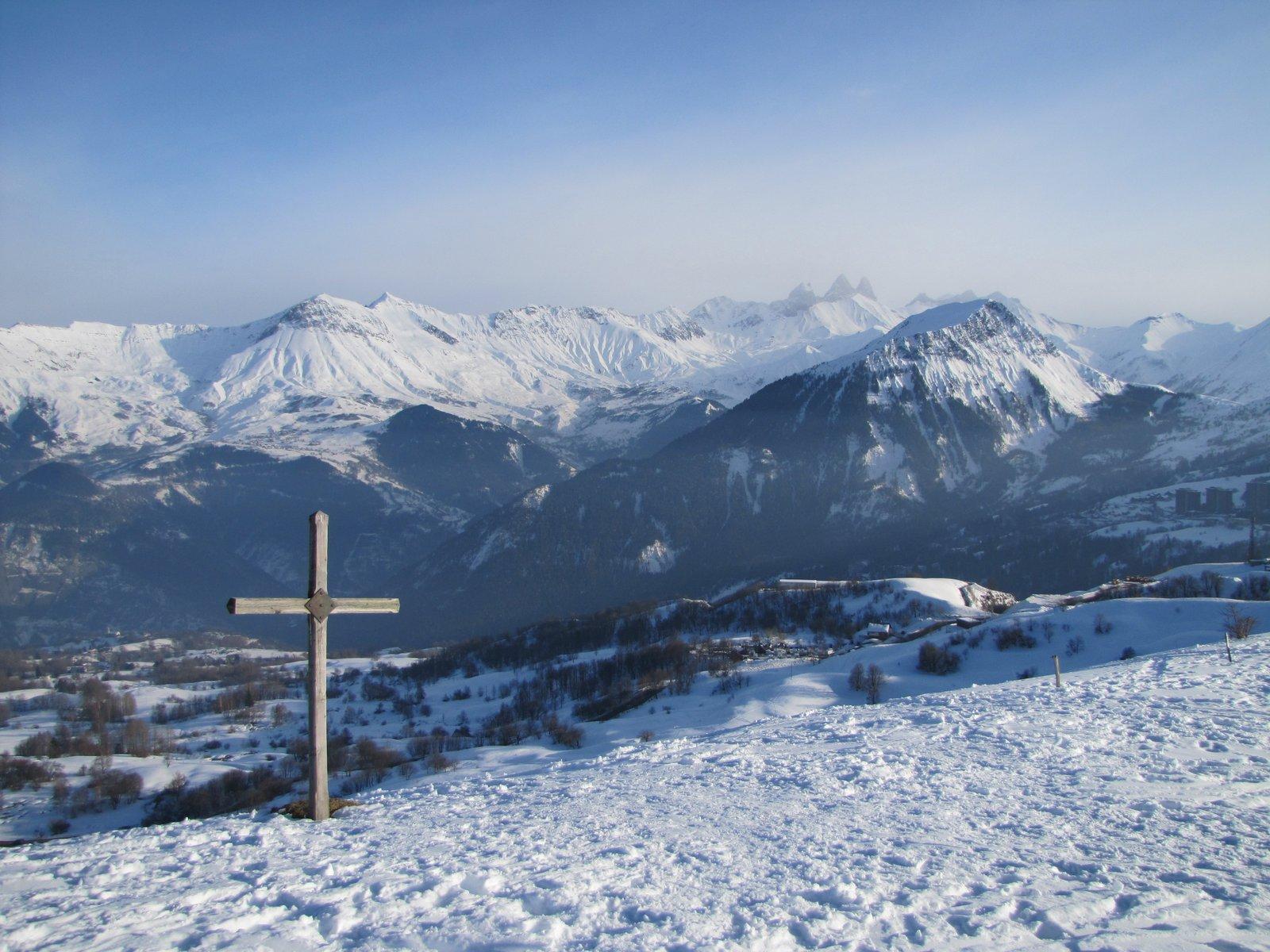 Vue sur la vallée et Saint-Jean-de-Maurienne depuis La Toussuire