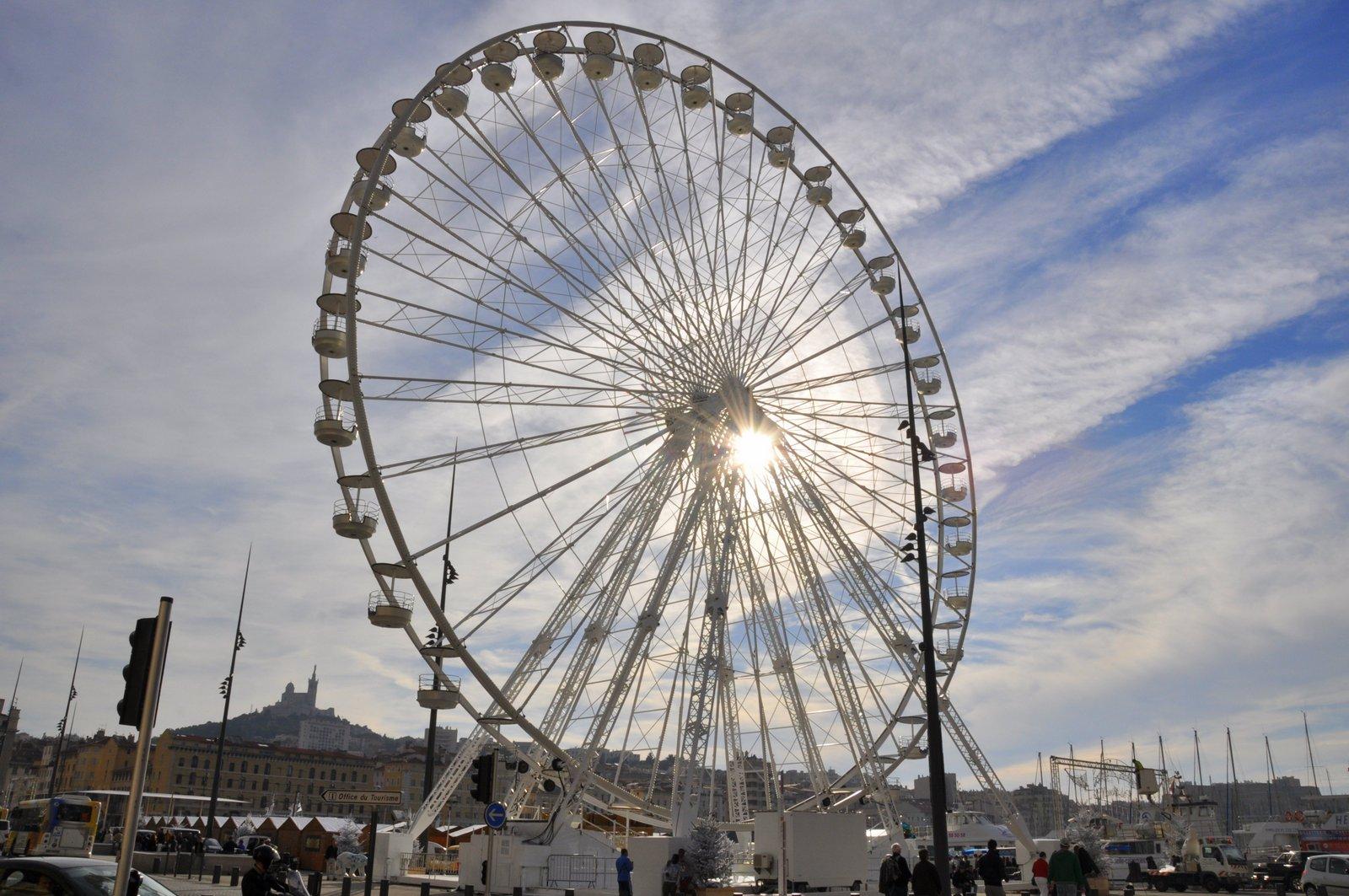 La grande roue sur le Vieux-Port de Marseille
