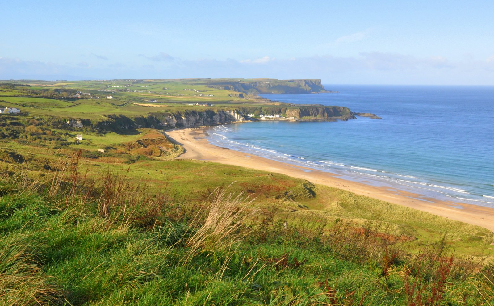 Whitepark Bay, le long de Causeway Coastal route, en Irlande du Nord