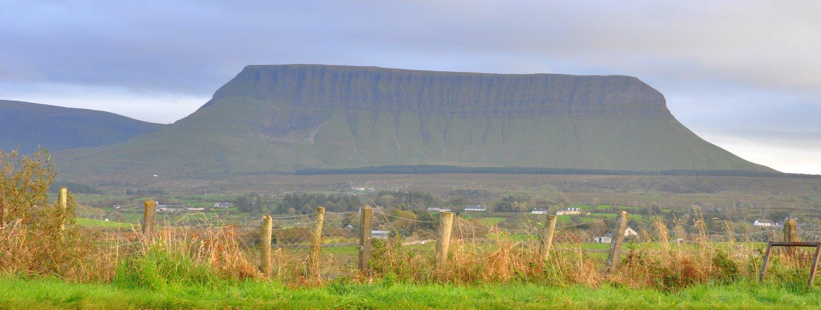 La montagne Ben Bulben près de Sligo