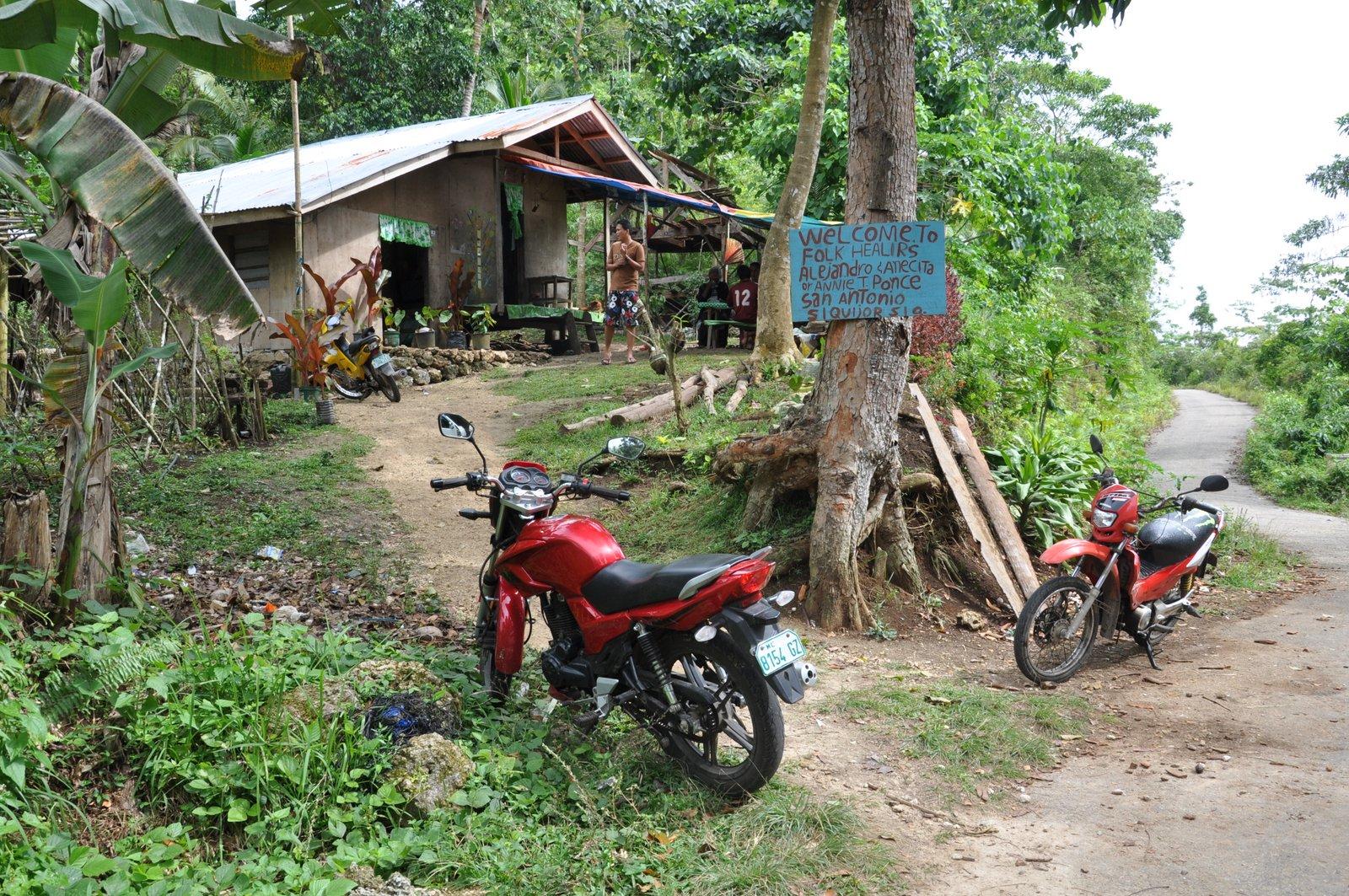 Une maison de guérisseur sur l'île de Siquijor aux Philippines