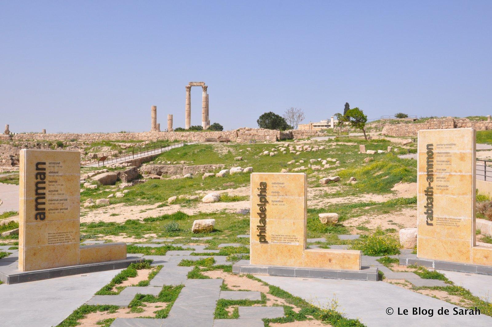 La citadelle d'Amman, avec les trois noms qu'a porté la ville, Rhabbat Ammon et Phildelphia