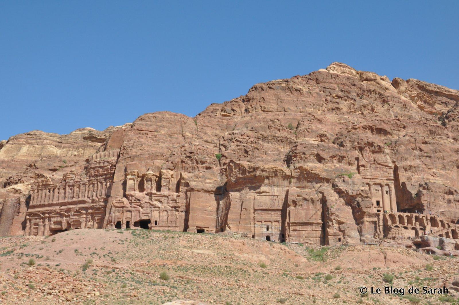 Des tombeaux nabatéens sculptés dans les falaises de Petra