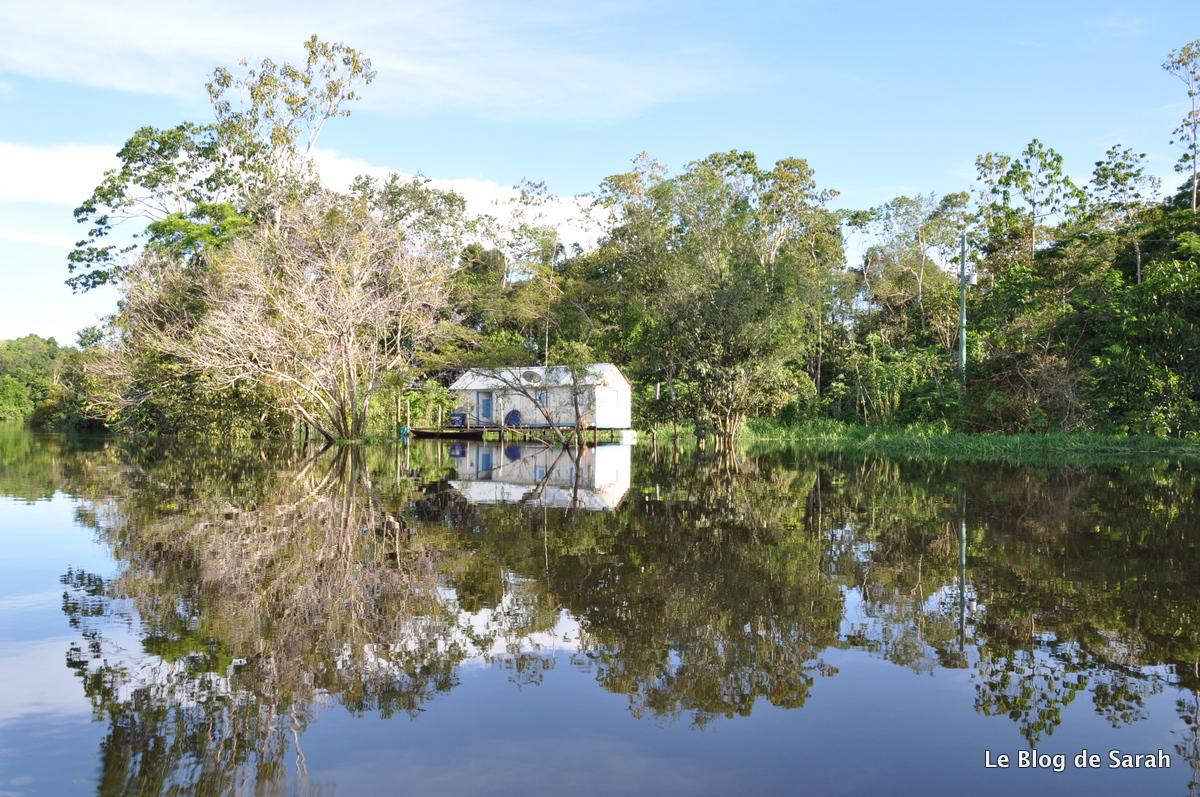 Une maison de pêcheurs sur les rives de l'Amazone