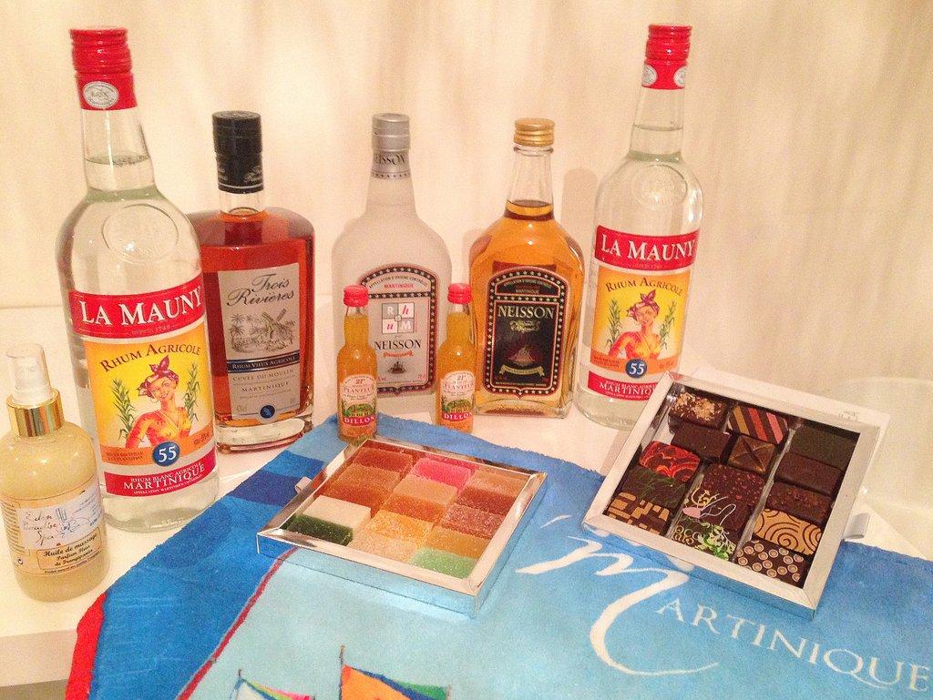 Dans mes valises de retour de Martinique: bouteilles de rhum et chocolat des Frères Lauzéa