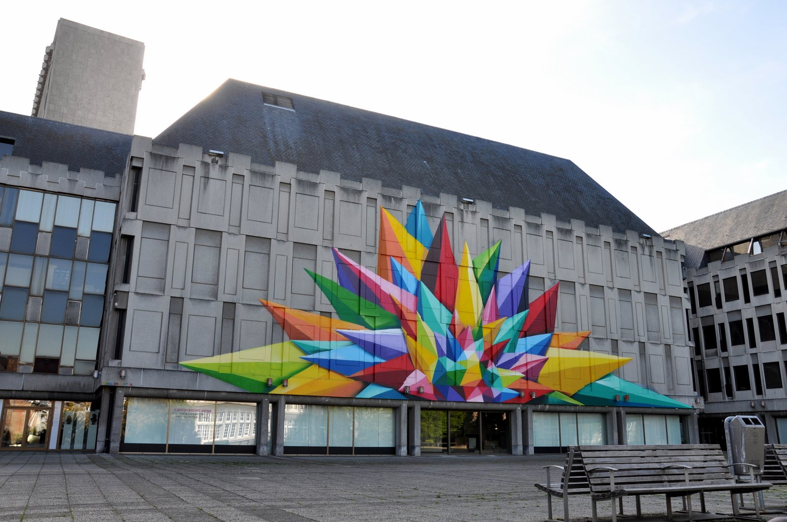 Oeuvre murale de l'artiste espagnol Okuda San Miguel à Liège