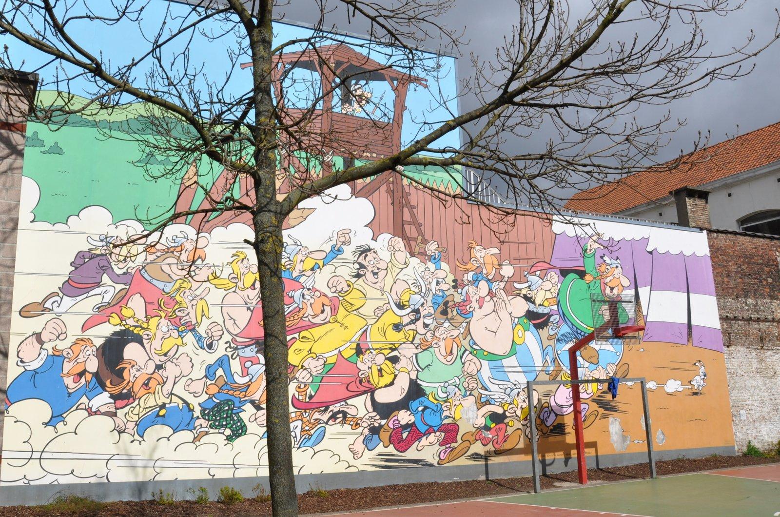 La fresque BD sur Astérix et Obélix, située au 33 rue de la Buanderie