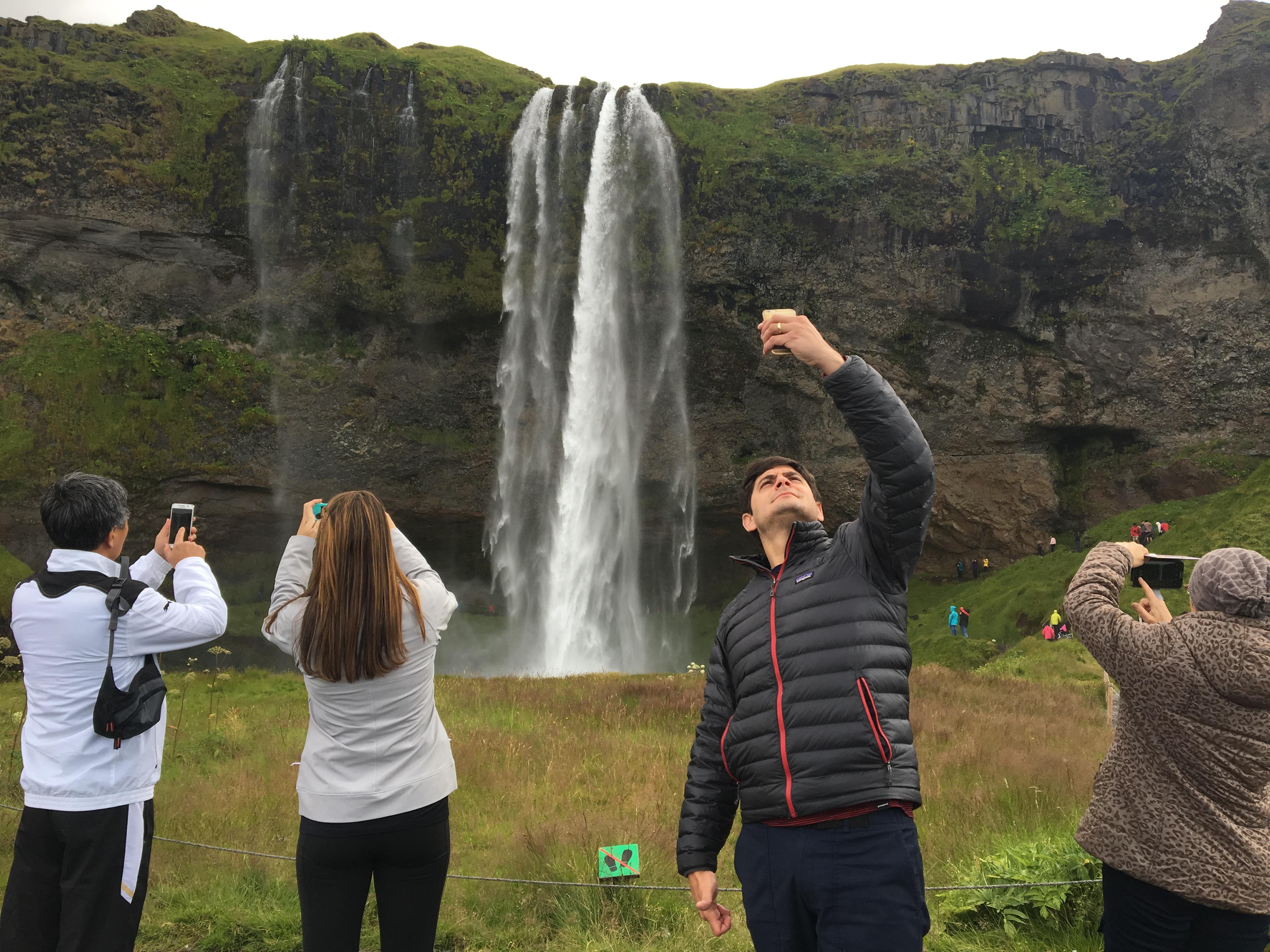 aller-en-islande-tourisme-seljalandfoss