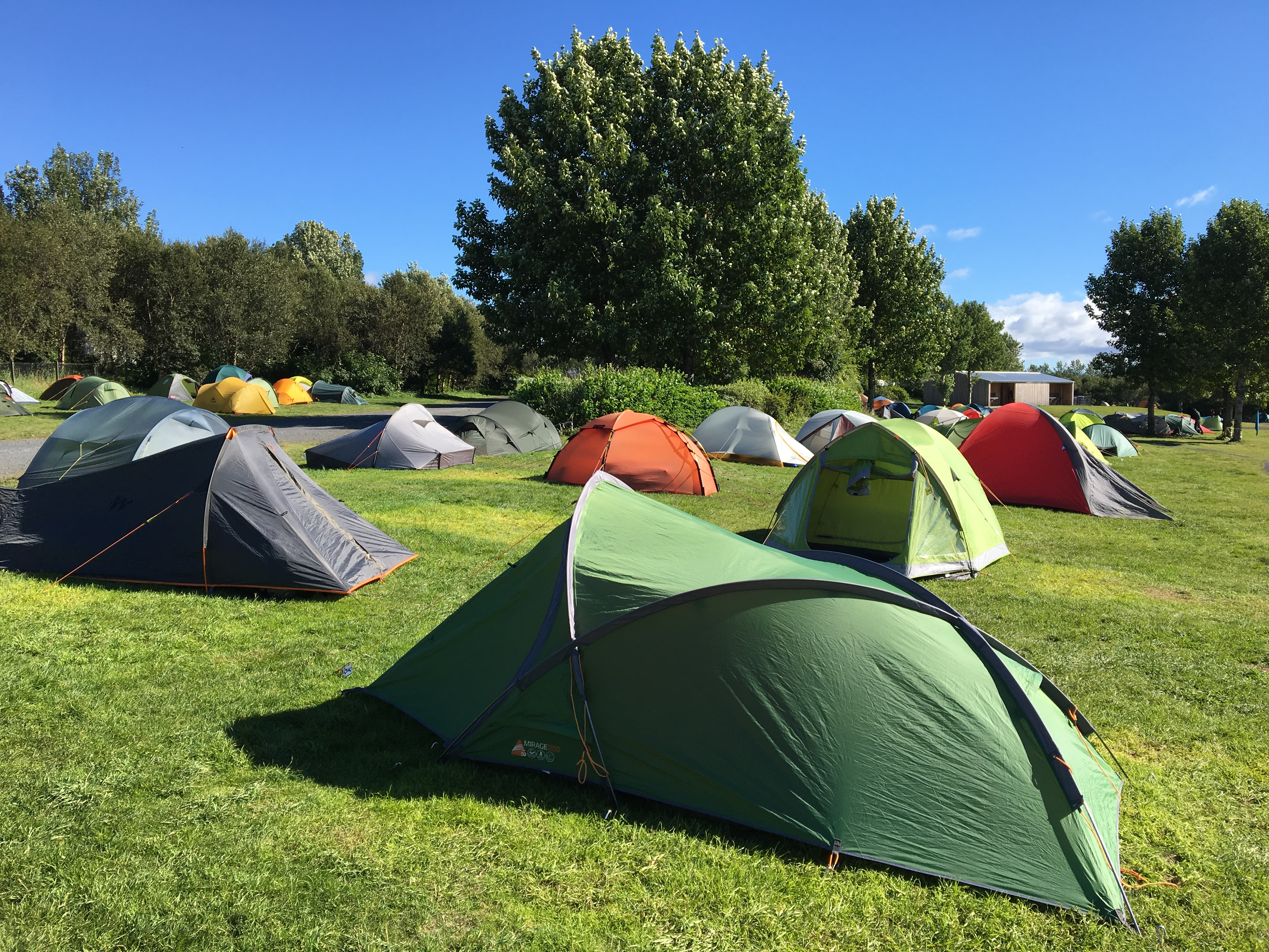 Affluence de tentes au camping de Reykjavik