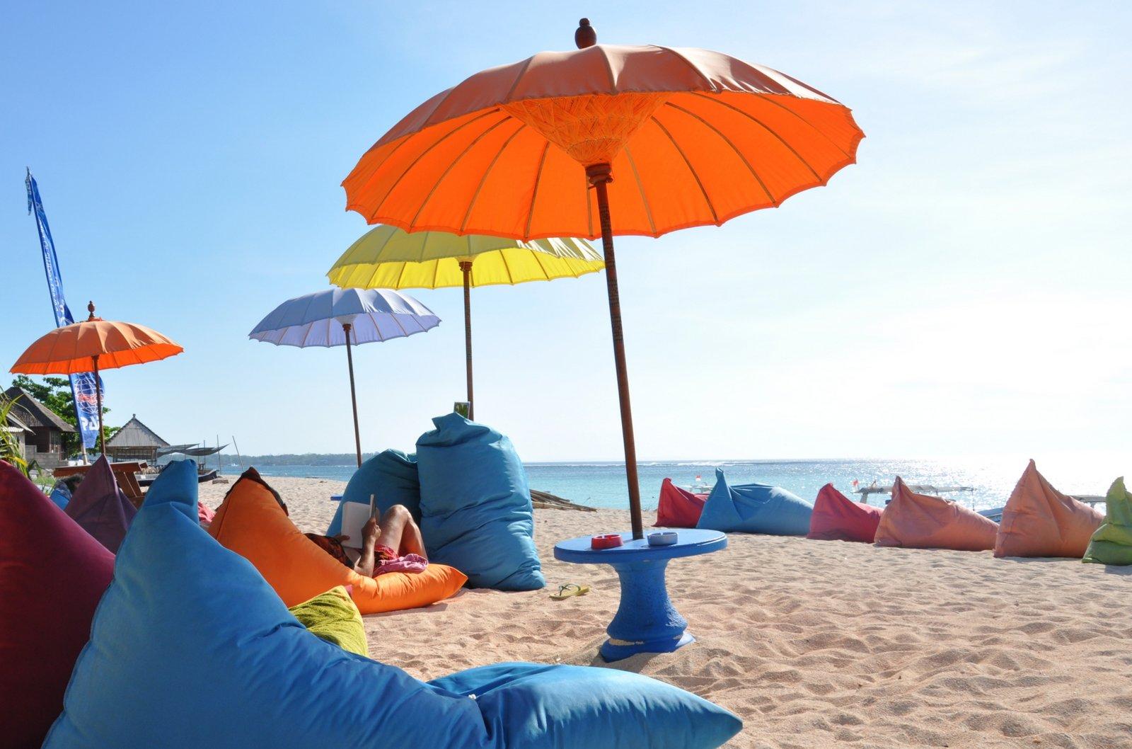 Les parasols du Blue Corner à Nusa Lembongan
