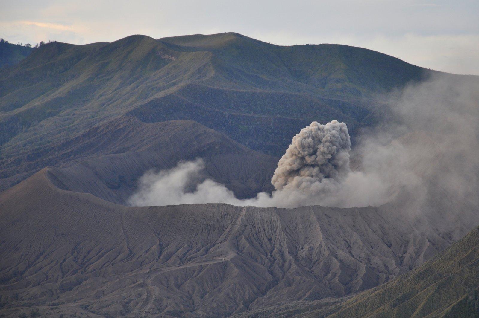 bromo-eruption-nuage-fumee