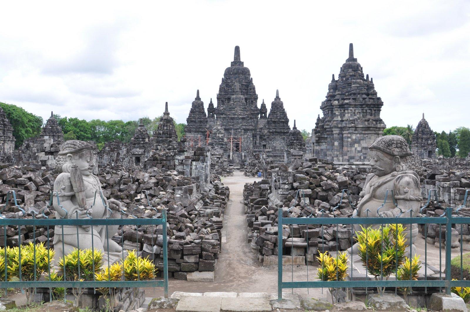 Le temple de Sewu, situé dans l'enceinte de Prambanan
