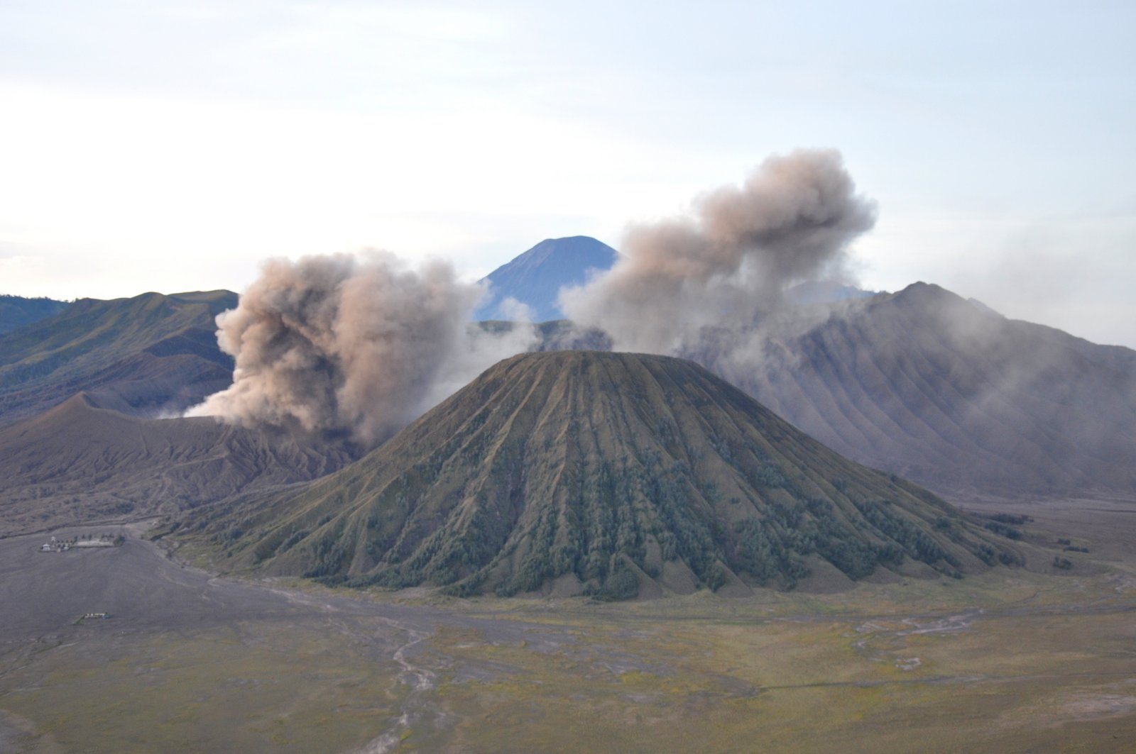 volcan-bromo-eruption