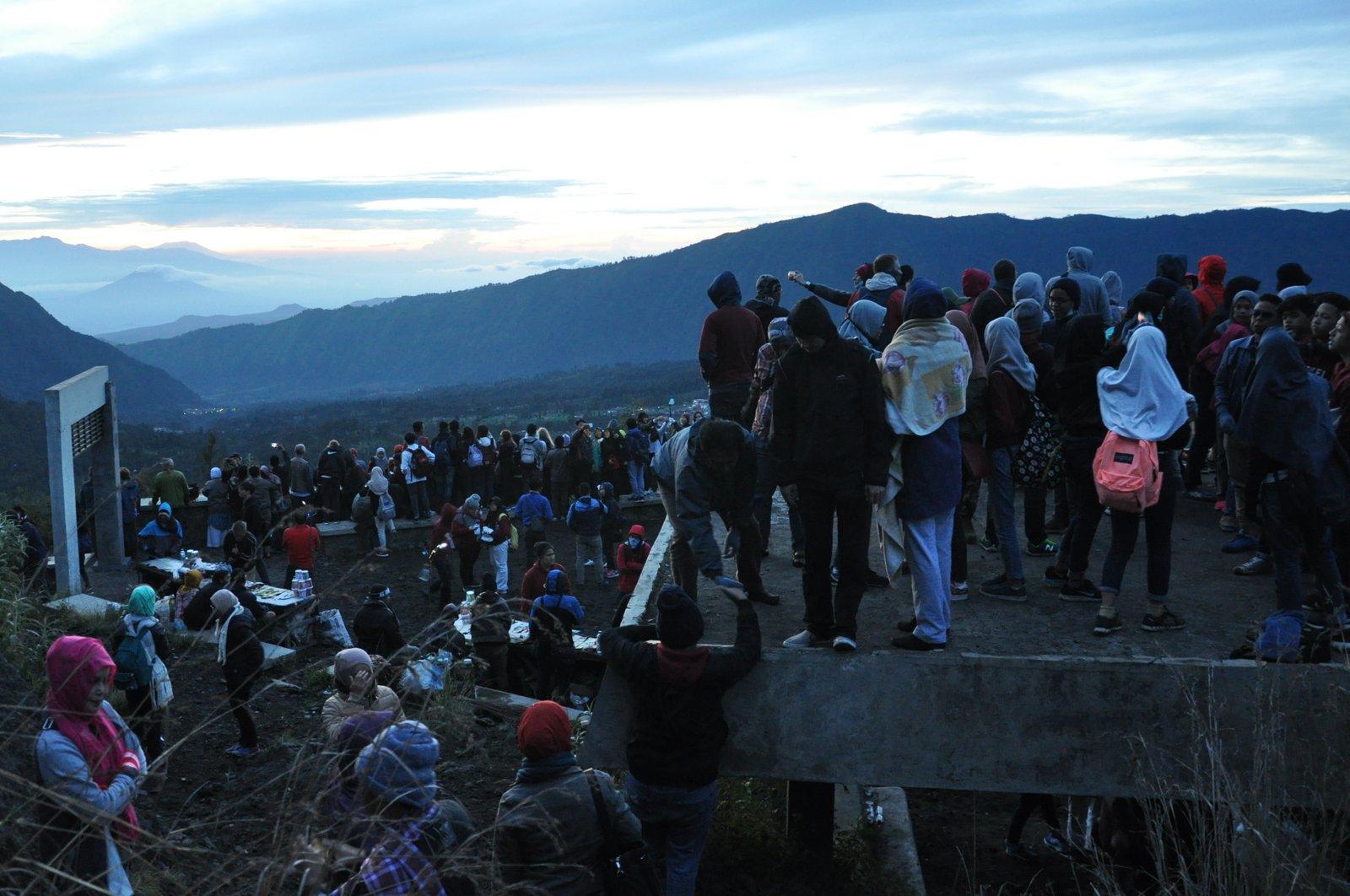 Beaucoup de monde pour assister au lever de soleil sur le mont Bromo