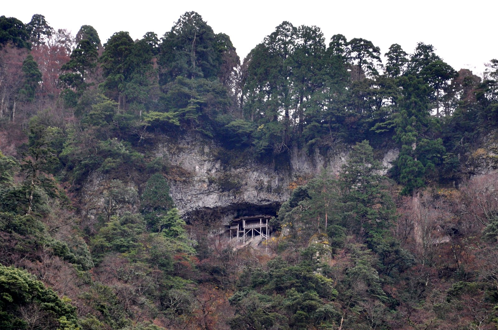 Le temple Nageiredo haut perché sur la montagne Mitoku