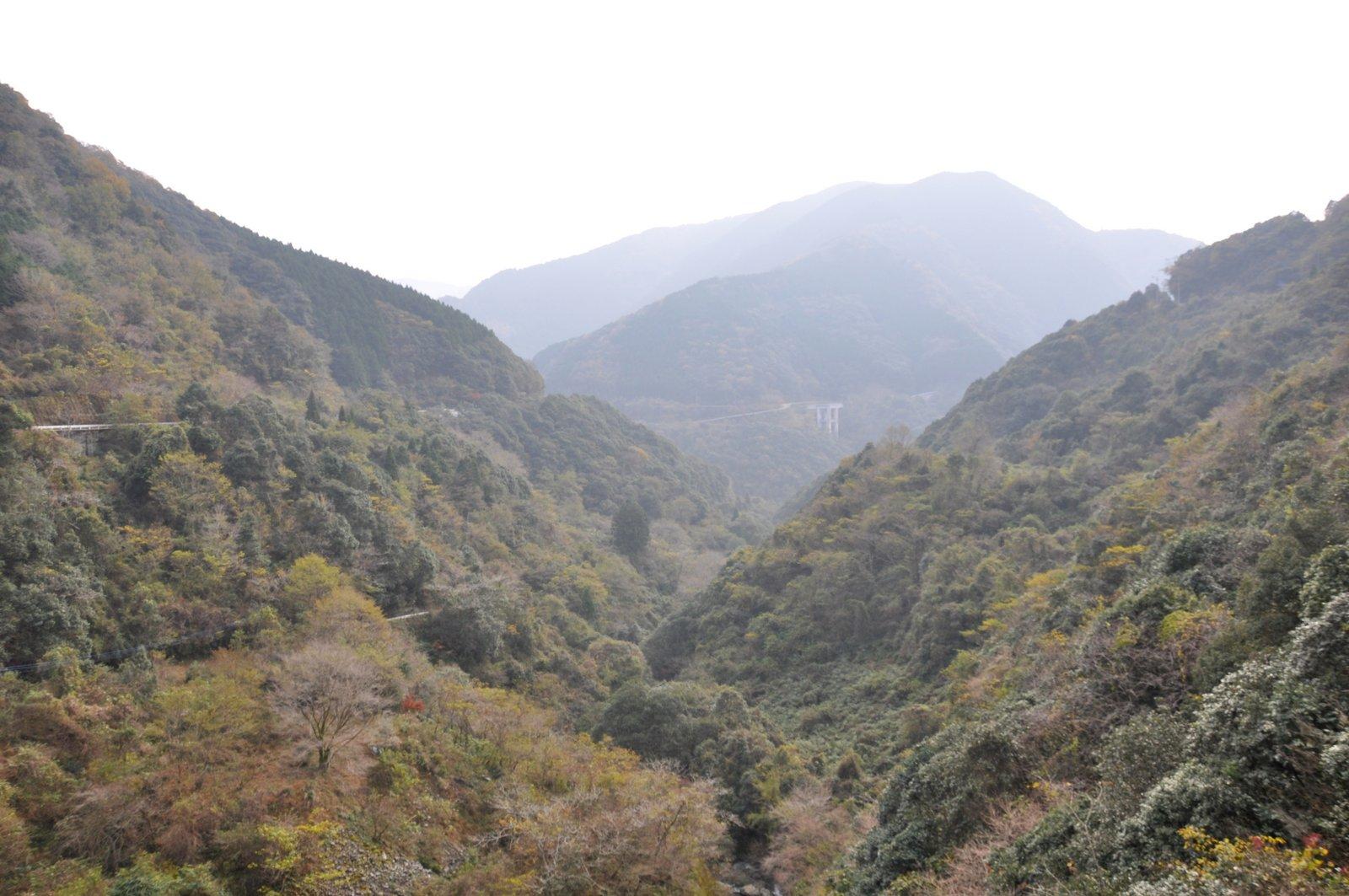 Vue sur les montagnes isolées de Gokanosho sur l'île de Kyushu