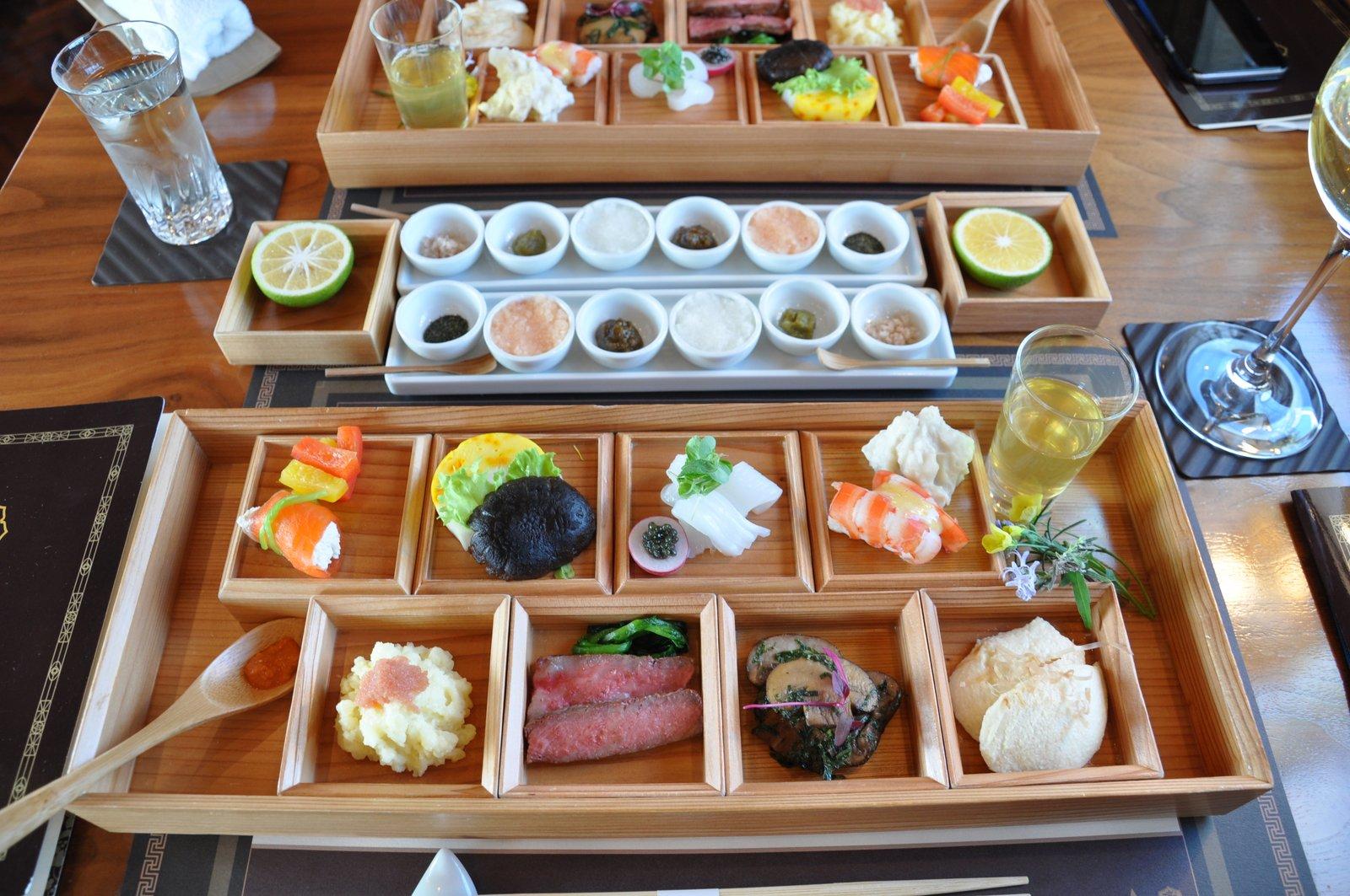 Repas japonais de style kaiseki à bord du Seven Stars