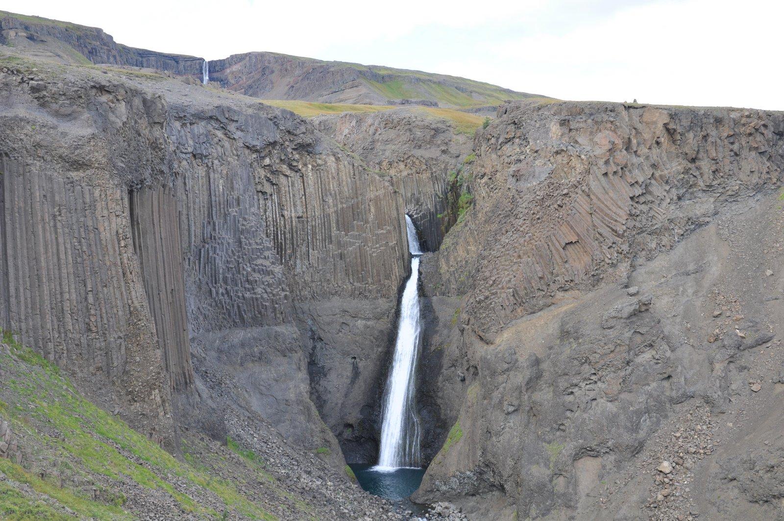 La cascade de Litlanesfoss en Islande