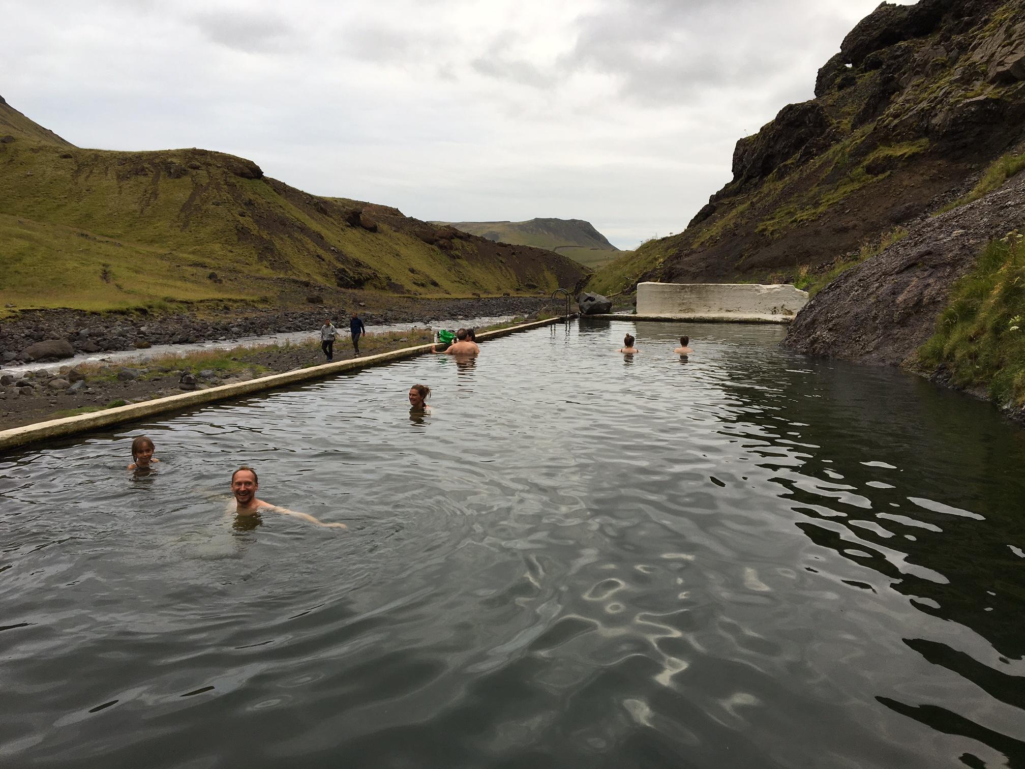 piscine-seljavallalaug-islande