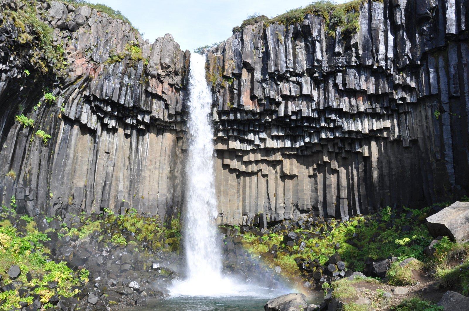 svartifoss-cascade-islande-skaftafell
