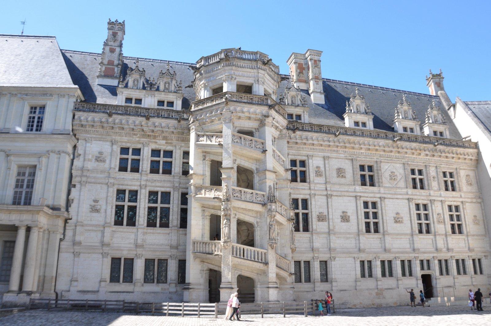 Le célèbre escalier François 1er du château de Blois