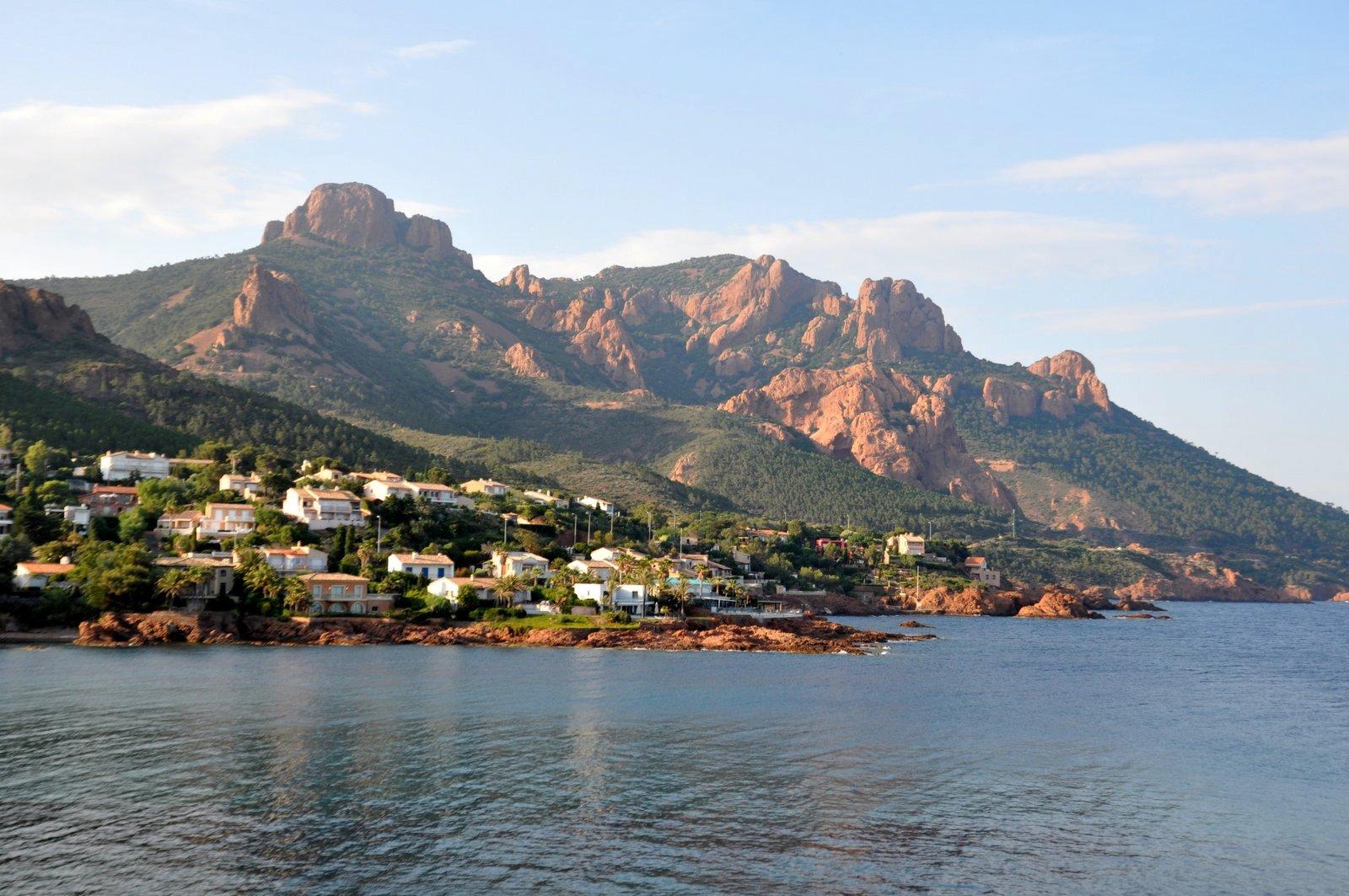 La corniche d'or est une des plus belles routes sur la Côte d'Azur
