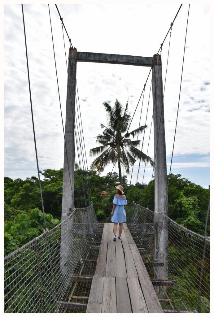 Le pont suspendu de Tuaran à Bornéo en Malaisie