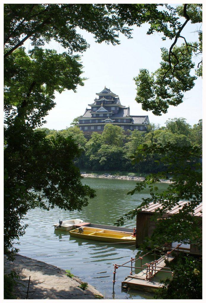 Le château d'Okayama vu depuis le jardin Korakuen