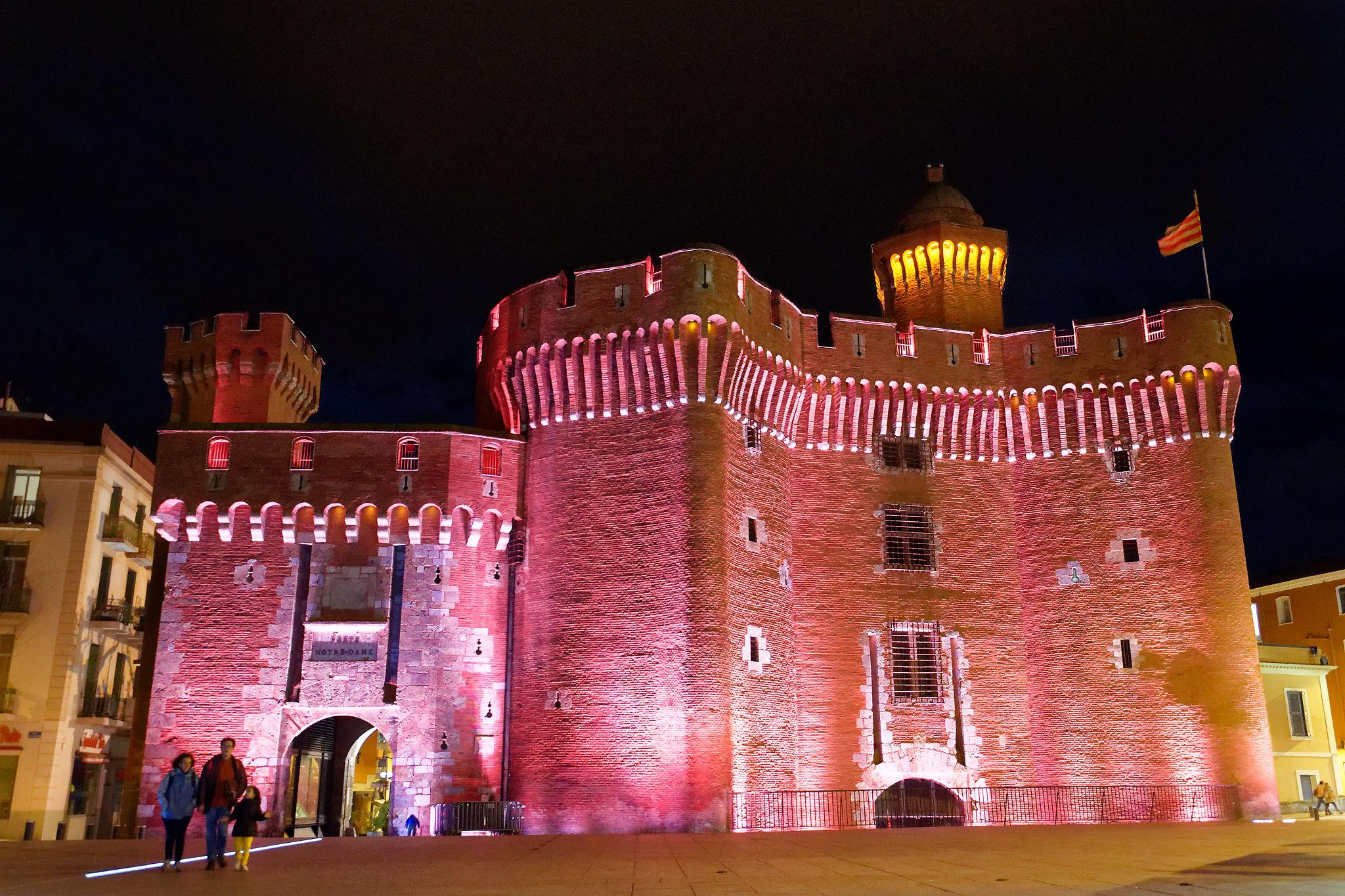 Illuminations de nuit pour le Castillet de Perpignan