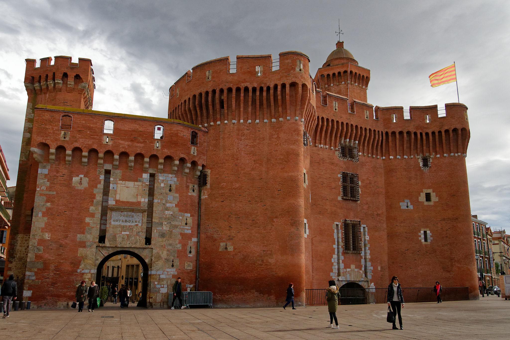 Le Castillet marque l'entrée de la vieille ville de Perpignan