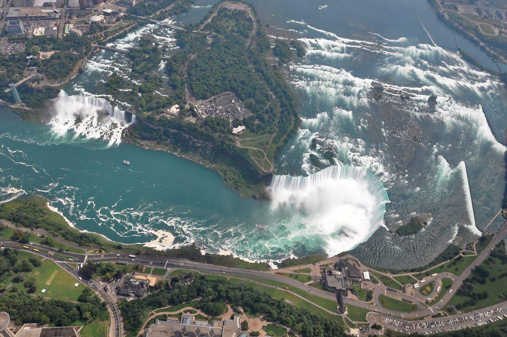 Les chutes du Niagara vues d'hélicoptère